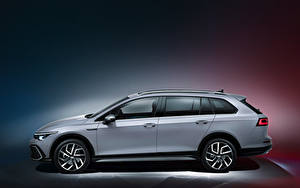 Bakgrundsbilder på skrivbordet Volkswagen Kombi Grå Metallisk Sidovy Golf Alltrack, 2020 Bilar
