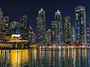 Fotos VAE Dubai Gebäude Schiffsanleger Bucht Nacht