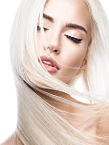 Hintergrundbilder Haar Blond Mädchen Weißer hintergrund Schön junge frau