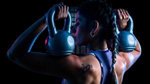 Bilder Fitness Rücken Zopf Hantel Laura Mädchens Sport