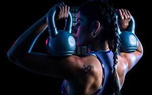 Bilder Fitness Rücken Zopf Hanteln Laura junge frau Sport
