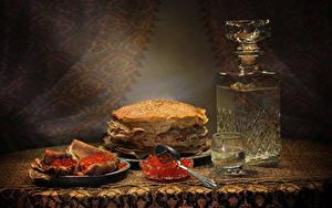 Bilder Wodka Eierkuchen Meeresfrüchte Kaviar Flaschen Dubbeglas Löffel