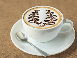 Fotos Getränke Kaffee Cappuccino Farbigen hintergrund Tasse Löffel