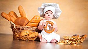 Hintergrundbilder Backware Brot Baby Junge Küchenchef Weidenkorb Kinder