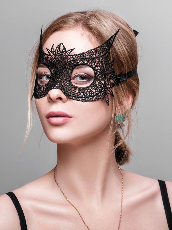 Bilder von Braunhaarige Mädchens Maske Blick Grauer Hintergrund 600x800 Braune Haare Starren