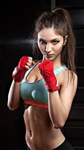 Bilder Fitness Braune Haare Körperliche Aktivität Starren Bauch Mädchens Sport