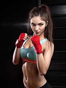 Bilder Fitness Braunhaarige Trainieren Blick Bauch Mädchens Sport