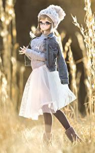 Bilder Puppe Jacke Rock Mütze Kleine Mädchen Sweatshirt
