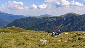 Hintergrundbilder Bergsteigen Gebirge 2 Erholung Kletterer Sitzend Gras Natur