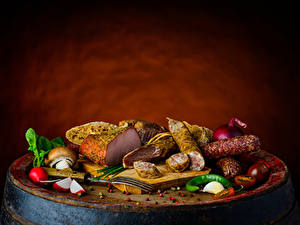 Bilder Wurst Schinken Pilze Tomate Chili Pfeffer Radieschen Knoblauch Schneidebrett das Essen