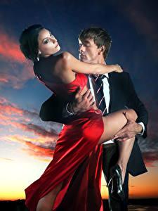 Hintergrundbilder Mann Liebe Abend 2 Wolke Kleid Umarmung