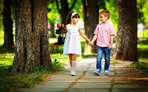 Fonds d'écran Bouquets Amour Petites filles Garçon Deux Le tronc Les robes Jeans Enfants