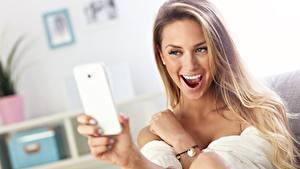 Hintergrundbilder Lächeln Selfie Smartphone Dunkelbraun