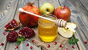 Hintergrundbilder Honig Granatapfel Äpfel Bretter Weckglas Getreide Lebensmittel