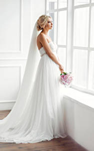 Fonds d'écran Bouquets Fenêtre Mariées Les robes Blondeur Fille