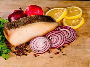 Bilder Zwiebel Zitrone Fische - Lebensmittel Gewürze Geschnitten