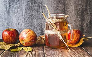 Fotos Fruchtsaft Äpfel Bretter Becher Blatt Ähre Lebensmittel
