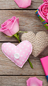 Fotos Valentinstag Rosen Bretter Rosa Farbe Herz Blumen
