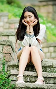 Hintergrundbilder Asiatische Brünette Stiege Sitzen Bein junge frau