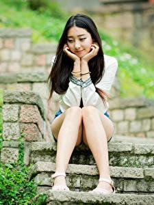 Hintergrundbilder Asiatische Brünette Stiege Sitzen Bein