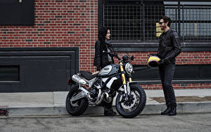 Fotos Ducati Motorradfahrer Zwei 2018 Scrambler 1100 Special Motorrad Mädchens