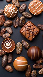 Bilder Süßware Bonbon Schokolade Schwarzer Hintergrund Lebensmittel
