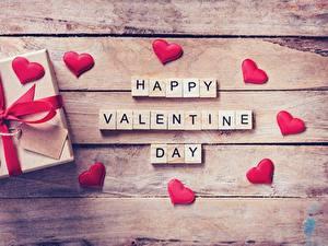 Papel de Parede Desktop Dia dos Namorados Presentes Coração Tábuas de madeira Ingleses