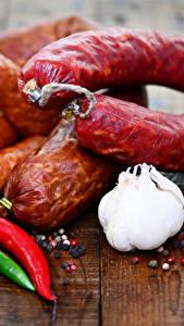Bilder Fleischwaren Wurst Knoblauch Peperone Bretter
