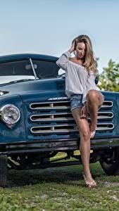 Fotos Lastkraftwagen Bein Hübsch Studebaker Mädchens Autos
