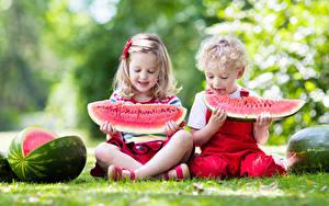 Bilder Wassermelonen 2 Junge Kleine Mädchen Sitzend Kinder