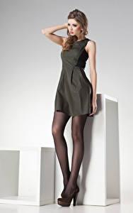 Bilder Braunhaarige Kleid Mädchens