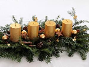 Hintergrundbilder Neujahr Kerzen Ast Zapfen Kugeln