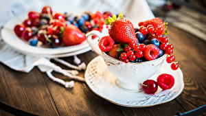 Bilder Beere Erdbeeren Ribisel Himbeeren Tasse