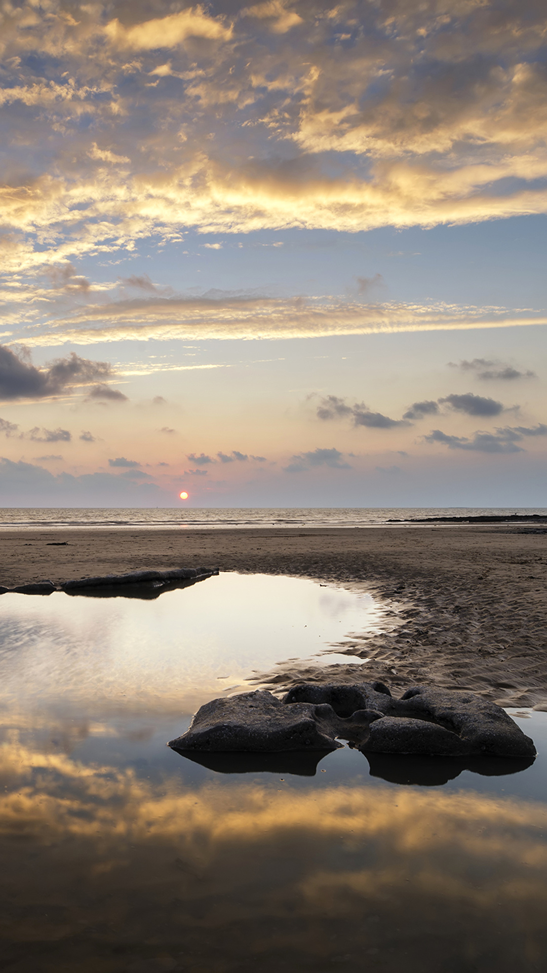 Bilder Natur Vereinigtes Königreich Dunraven Bay Strände Wales Himmel Landschaftsfotografie Sonnenaufgänge und Sonnenuntergänge Stein Küste Wasser Wolke 1080x1920 für Handy Strand Morgendämmerung und Sonnenuntergang Steine