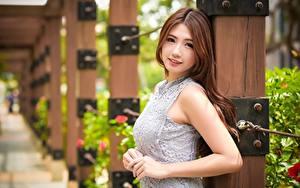 Hintergrundbilder Asiatische Unscharfer Hintergrund Braunhaarige Blick Hand Mädchens