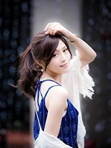Hintergrundbilder Asiaten Bokeh Braunhaarige Blick Hand Posiert junge frau