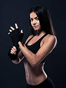 Hintergrundbilder Fitness Brünette Handschuh Starren sportliches Mädchens