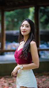 Hintergrundbilder Asiaten Unscharfer Hintergrund Hand Shorts Niedlich Brünette junge frau