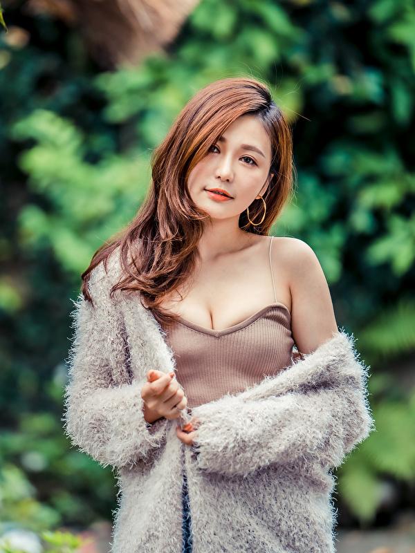 Fotos Braune Haare junge frau Asiaten Blick 600x800 für Handy Braunhaarige Mädchens junge Frauen Asiatische asiatisches Starren