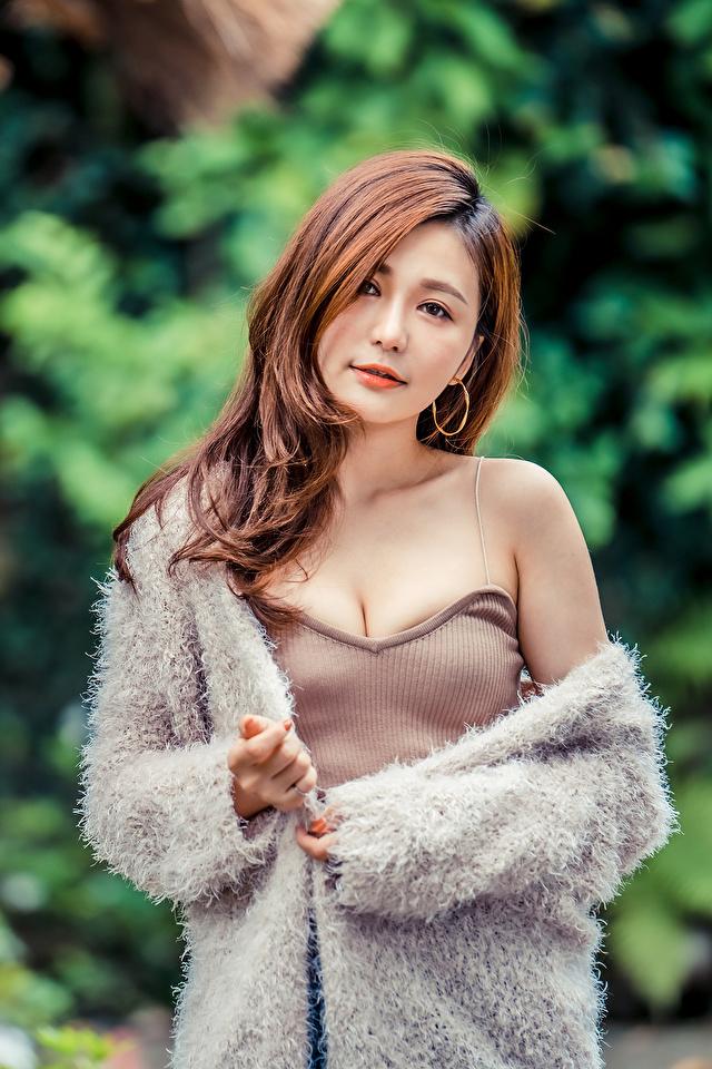 Fotos Braune Haare junge frau Asiaten Blick 640x960 für Handy Braunhaarige Mädchens junge Frauen Asiatische asiatisches Starren