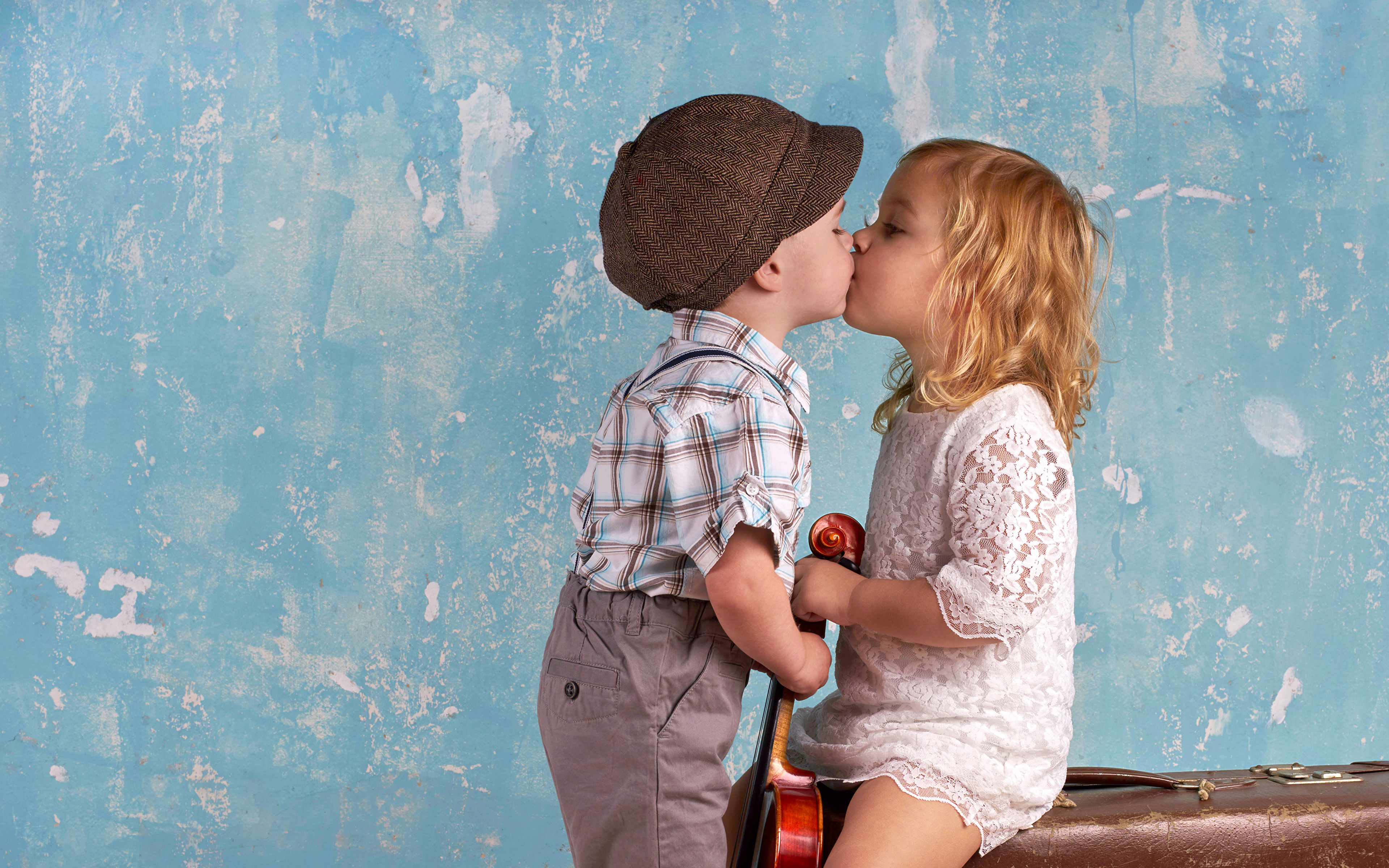 Pictures Little girls Boys child kissing Two Suitcase