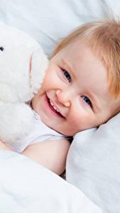 Hintergrundbilder Teddybär Säugling Lächeln Kinder