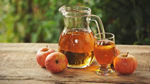 Fotos Saft Äpfel Bretter Kanne Trinkglas Lebensmittel