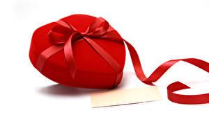Papéis de parede Dia dos Namorados Fundo branco Cartão do molde Coração Presentes Laço