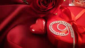 Papéis de parede Dia dos Namorados Rosas Presentes Vermelho Coração
