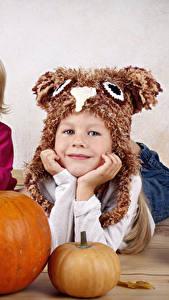 Bilder Kürbisse Kleine Mädchen 2 Mütze Blick Kinder