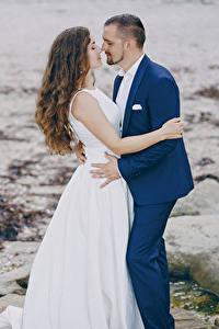 Fonds d'écran Amour 2 Marié homme Mariées Aux cheveux bruns Les robes Embrasse Filles