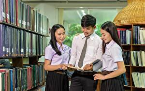 Fonds d'écran Homme Asiatique Bibliothèque Trois 3 Cravate Livre Cheveux noirs Fille Etudiantes Filles
