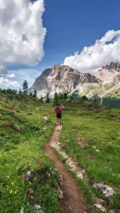 Hintergrundbilder Gebirge Gras Weg Reisender Gehen