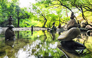 Hintergrundbilder Frühling Park Steine Teich Skulpturen